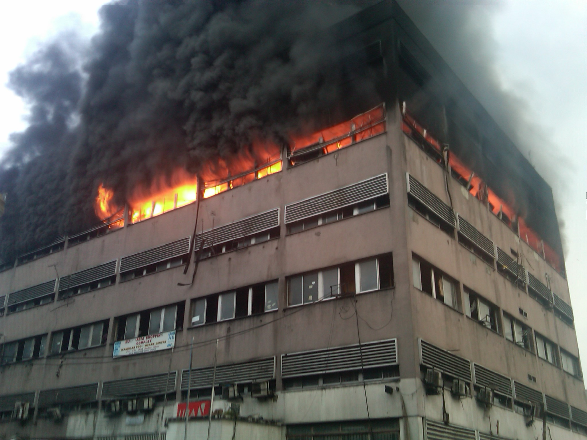 Building On Fire : Fire ravages storey lagos island house kills